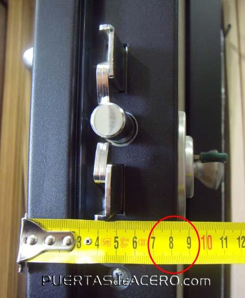 Puerta acorazada con grosor de 8 centímetros