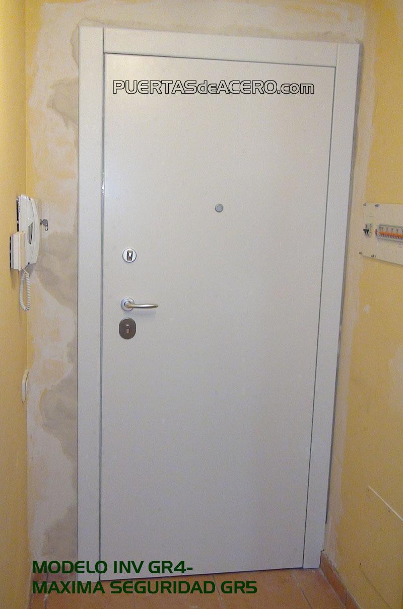 Puerta acorazada Grado 5 con tablero efecto suspendido