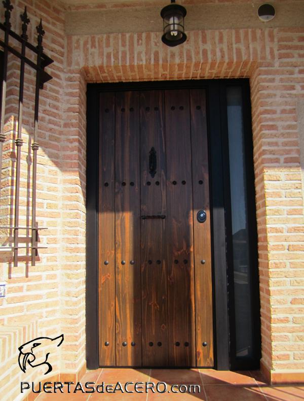 Puerta acorazada rustica con bisagras invisibles