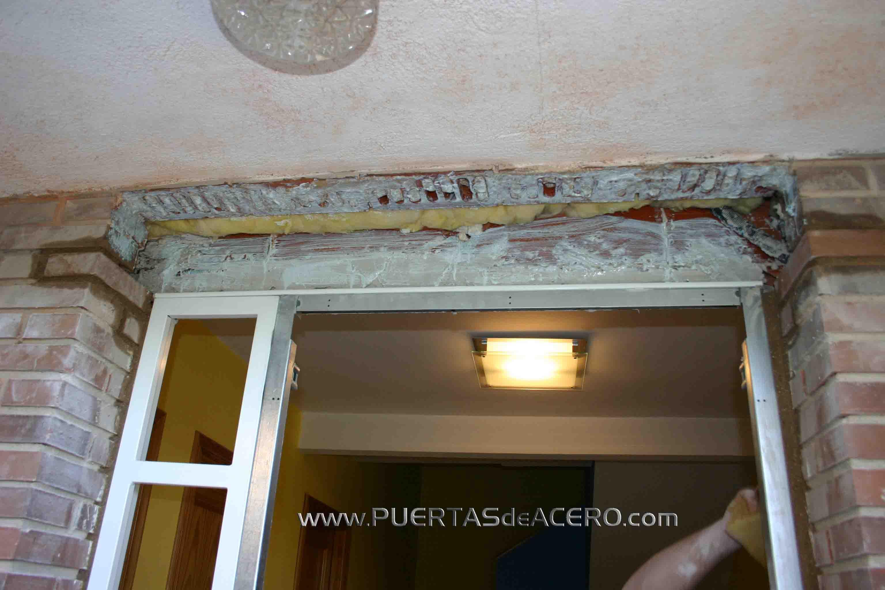 Producto de fijación de adhesivo para paredes y hormigón o azulejos