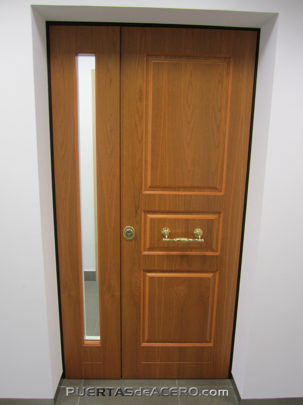 Puerta con fijo lateral aperturable en dos hojas