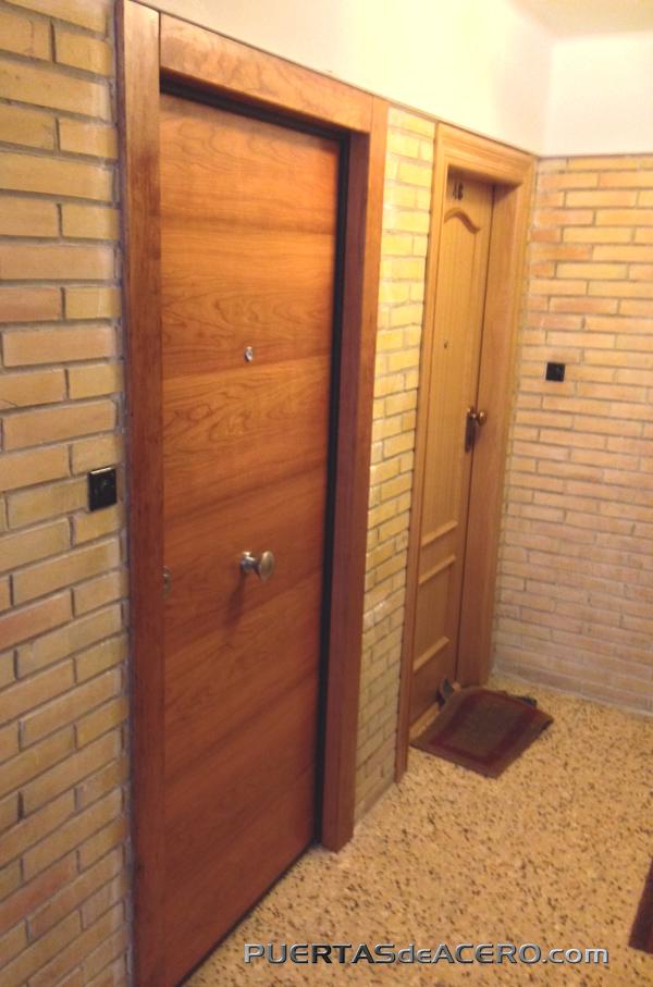 Puerta acorazada en madera cerezo