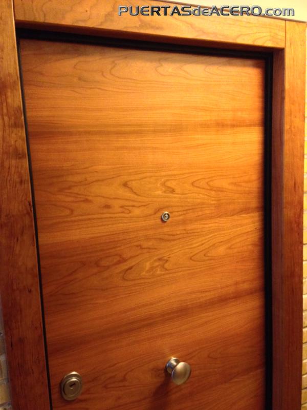 Puerta con cerezo en malla horizontal
