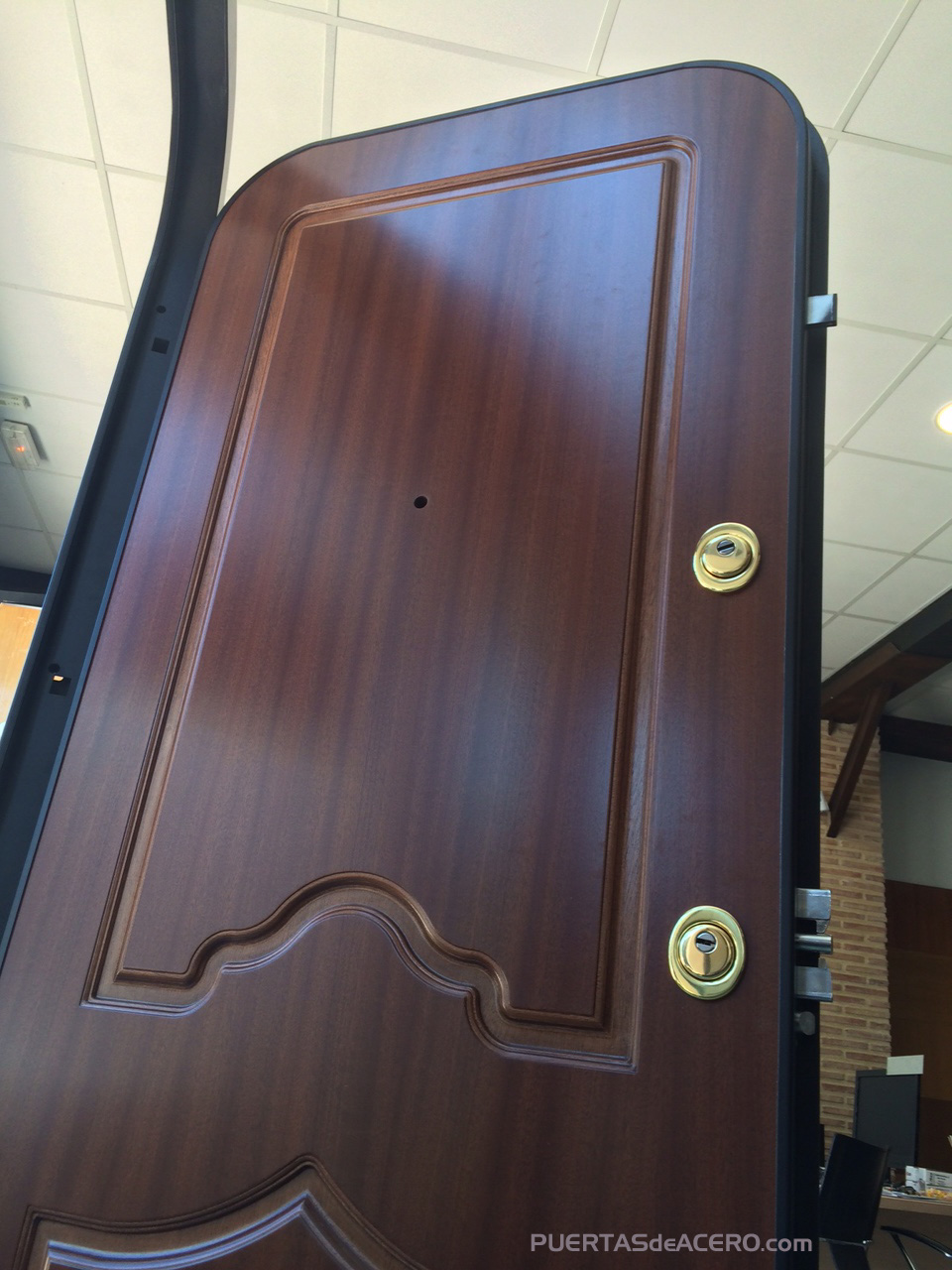 puerta con doble curva o doble punto, medio punto
