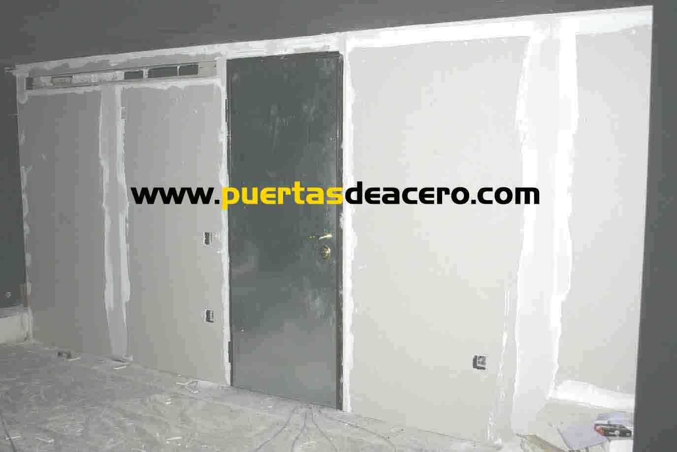 Paredes terminadas con simil pladur y puerta acorazada cortafuegos con doble blindaje
