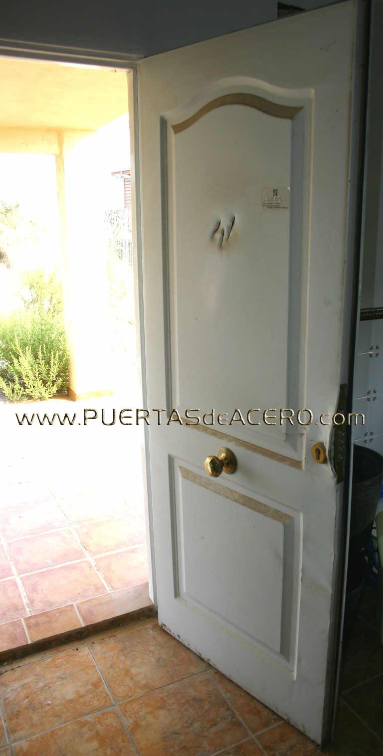 Puerta residencial, INEFICAZ ANTE LOS CACOS