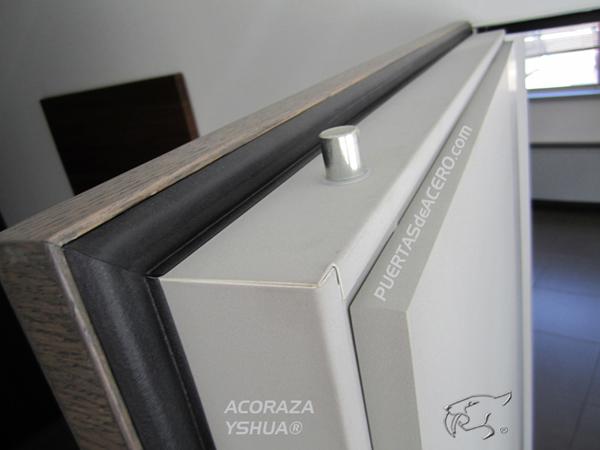 Puerta acorazada Yshua Next con espesor  de 11,5 cm.