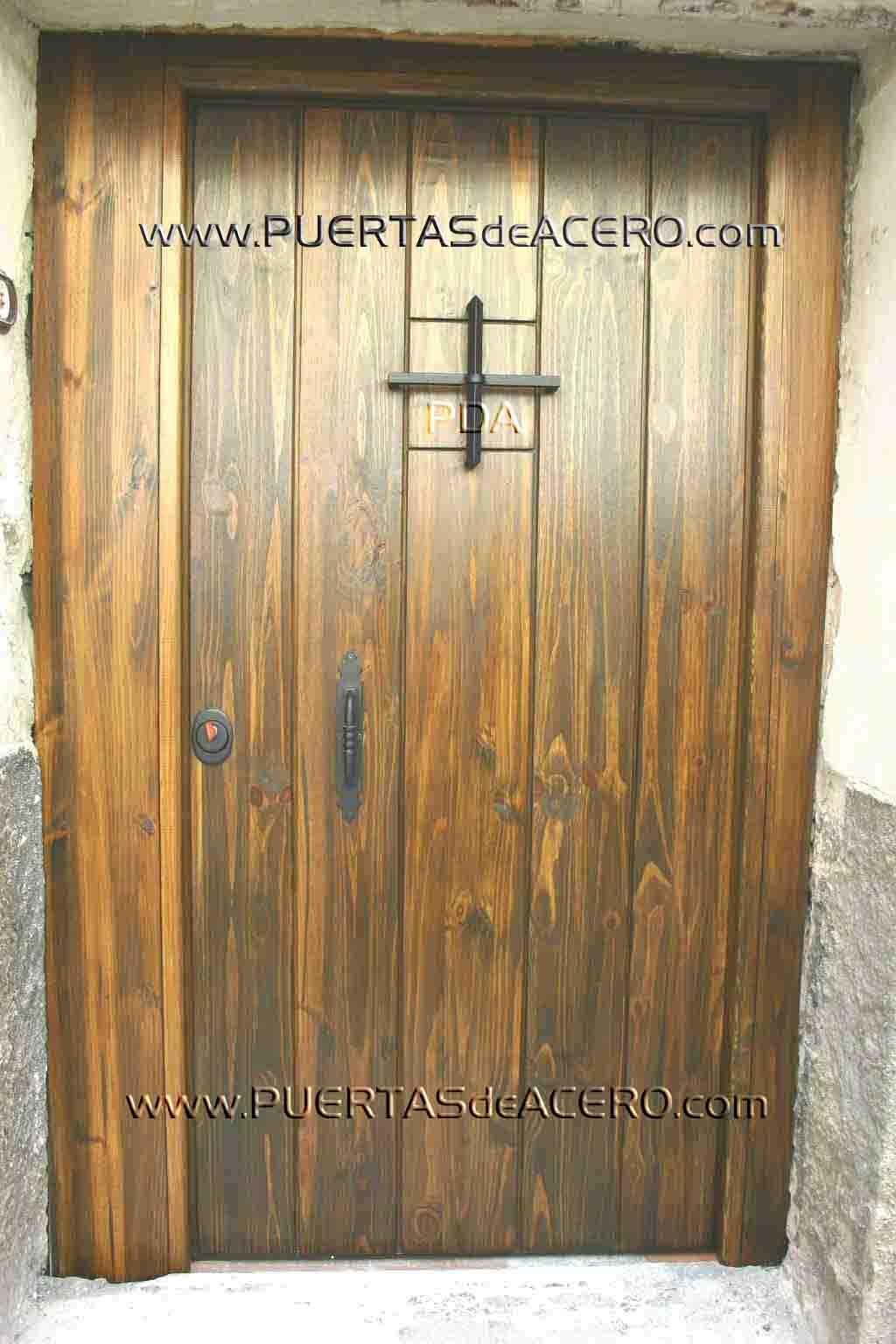 Colocacion de puerta acorazada en el casco antiguo de Cuenca